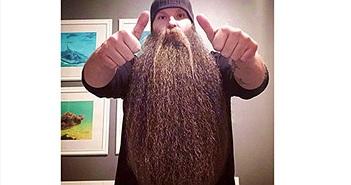 Bị nói 'điên', người đàn ông vẫn hạnh phúc với chòm râu 80 cm