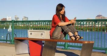 Smartphone có an toàn khi cắm sạc tại các điểm sạc công cộng?