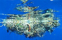 Trục vớt được hàng tấn loại rác kinh khủng hơn rác thải nhựa dưới đáy đại dương