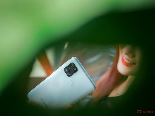 Trên tay smartphone giá rẻ Galaxy A21s nhưng có 4 camera, pin 5.000 mAh