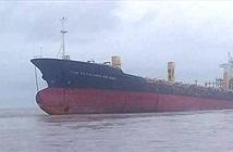 """Đột nhập """"tàu ma"""" bí ẩn trôi dạt ngoài khơi Myanmar"""