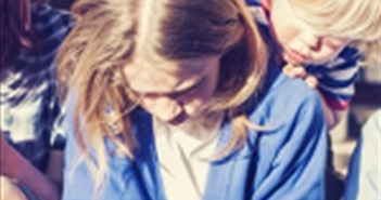 Pháp: Cấm trẻ em dưới 15 tuổi sử dụng smartphone ở trường