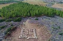 Đi rừng, nhóm sinh viên tìm ra pháo đài kho báu huyền thoại 3.200 tuổi