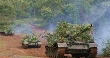 Lữ đoàn xe tăng 201 thi đua huấn luyện giỏi