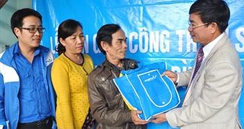 VinaPhone chung tay lo Tết cho gia đình chính sách