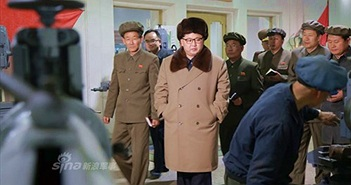 Theo chân ông Kim Jong-un thăm nhà máy tên lửa Triều Tiên