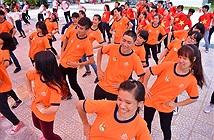 Sinh viên miền Trung đội nắng nóng thi nhảy dân vũ quốc tế
