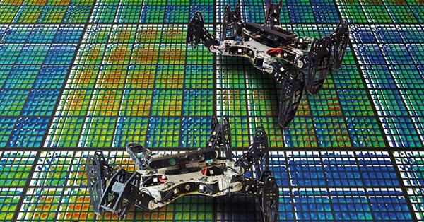 """Robot bắt chước loài vật tự đi tiếp khi """"bị thương"""""""
