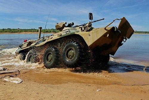"""Quan sát vũ khí """"khủng"""" Nga vượt sông diệt địch"""