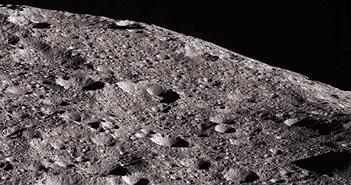 Chụp được ảnh núi non trên hành tinh lùn gần Trái Đất nhất
