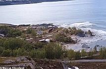 Hãi hùng cảnh cả khu đất ở Na Uy đang yên lành bị lôi ra biển và chìm nghỉm