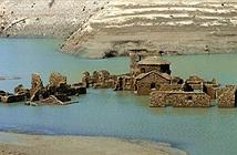 Ngôi làng ma chìm dưới nước bất ngờ nổi lên sau hơn 25 năm biến mất