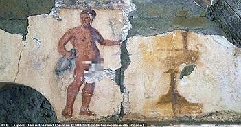 Khai quật lăng mộ hơn 2000 năm tuổi, phát hiện tranh tiệc tùng và khỏa thân vẽ trên tường
