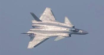 Trung Quốc trình diễn máy bay tàng hình đầu tiên cạnh tranh với F-22 Raptor