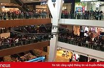 11.000 người đổ xô đi mua iPhone giá 50 USD, cửa hàng phải bỏ của chạy lấy người