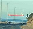 """Cảnh con tàu khổng lồ """"trôi lơ lửng"""" trên đường chân trời"""