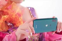 """Vsmart Active 3 xuất hiện đầy ẩn ý trong MV triệu view """"Kẻ cắp gặp bà già"""" của Hoàng Thùy Linh"""