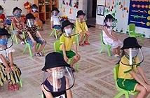 Học sinh đeo nón tấm chắn có thể bị mỏi mắt, đau đầu, cận thị