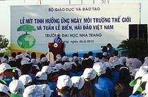 Hơn 1.000 sinh viên thu gom rác, làm đẹp bãi biển Nha Trang