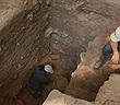 """""""Kho báu vô song"""" từ 44 hài cốt bí ẩn trong hầm đá"""
