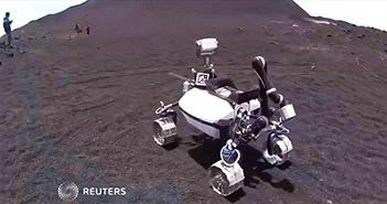 Robot Mặt Trăng lăn bánh thử nghiệm trên sườn núi lửa