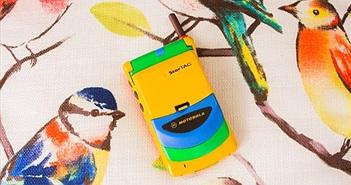 Chiếc điện thoại nắp gập màu mè như đồ chơi con nít này từng là một 'siêu phẩm' giá nghìn đô