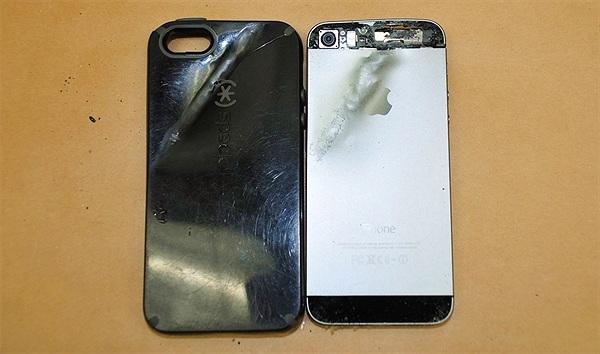 Thêm một chiếc iPhone cứu mạng chủ nhân sau khi lãnh trọn viên đạn