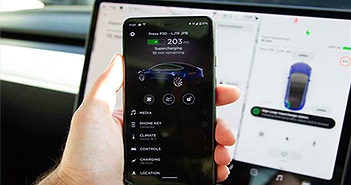 """""""Soi"""" nội thất và hệ thống thông tin giải trí trên Tesla Model 3"""