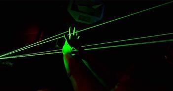Phát hiện tác dụng giảm cơn đau thần kinh của ánh sáng xanh