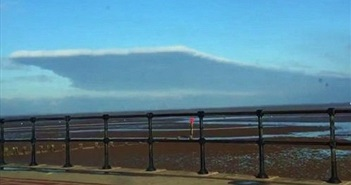 Đám mây hình thù kỳ quái, vuông vức khó tin trên bầu trời