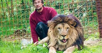 Nuôi sư tử 9 năm, người đàn ông bất ngờ bị vồ chết
