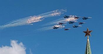 Chiến đấu cơ Nga tập xếp đội hình trước lễ diễu binh