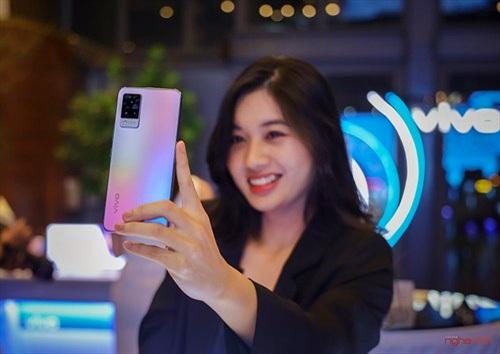 vivo V21 5G ra mắt người dùng Việt giá 10 triệu tặng kèm quà 1,5 triệu