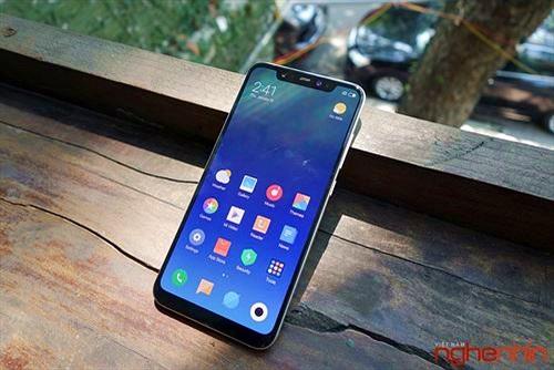 Trên tay Xiaomi Mi 8 đầu tiên Việt Nam: Nhận diện khuôn mặt cực nhanh, giá 12 triệu