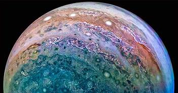 Hành tinh khổng lồ áp sát Trái đất, khoe 4 mặt trăng