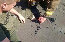 Đường nhựa tan chảy nuốt luôn cả chân người vì trời nóng như nung