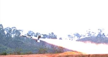 Khoảnh khắc đẹp tên lửa phòng không S-125-2TM phun lửa