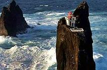Ngọn hải đăng bị cô lập ở Iceland này là nơi hoàn hảo để tránh một đại dịch zombie