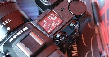 Cận cảnh mirrorless full-frame hàng 'khủng' Nikon Z7 vừa ra mắt