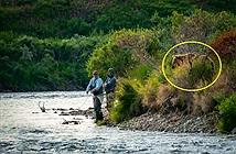 Mải câu cá, cần thủ đứng tim thấy tử thần đứng nhìn đằng sau...
