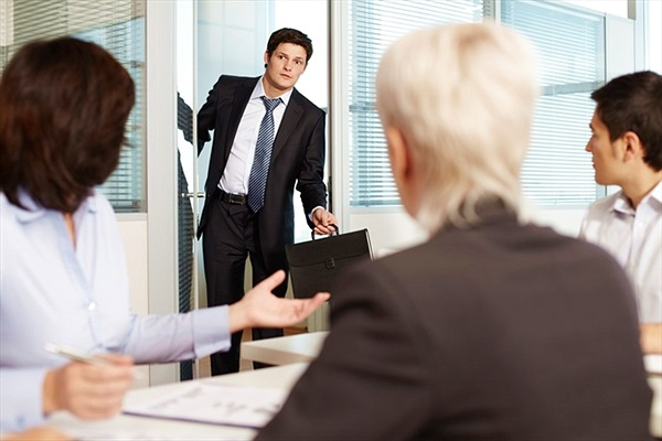 9 thói quen này sẽ khiến bạn khó được tăng lương