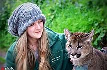 """Lạ: Cô gái mèo mẹ vĩ đại có thể """"nói chuyện với động vật"""""""