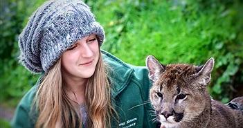 """Lạ: Cô gái """"mèo mẹ vĩ đại"""" có thể """"nói chuyện với động vật"""""""