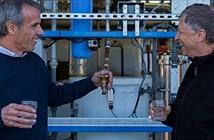 Bill Gates uống thử nước trích xuất từ... phân người