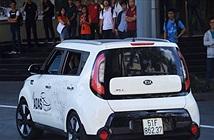 TP.HCM: Sinh viên phấn khích khi lần đầu tiên được ngồi trên xe tự hành