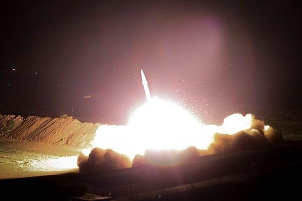 """Iran khai chiến: Căn cứ Mỹ ở Iraq hứng """"mưa tên lửa"""", có cả tên lửa đạn đạo?"""