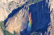 Thác cầu vồng tuôn chảy bên vách đá ở độ cao hơn 400 mét