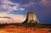 Bí mật thú vị về núi Tháp Quỷ nổi tiếng của Mỹ