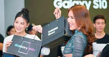 Choáng ngợp với dàn người đẹp tại buổi mở bán Galaxy S10/S10+