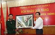 Bộ TT&TT trao tặng 60 bộ máy tính cho Trường Sĩ quan Lục quân 1